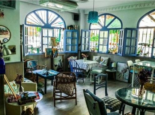 El azul café Fuengirola en Adriana Tejada. Escritora