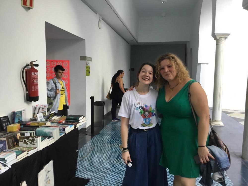 Con Belén de organización de la Andalucia Reader Con_Adriana Tejada Escritora