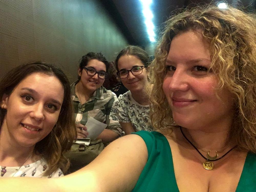 Con Teresa de Within Books e Inés en la Con Belén de organización de la Andalucia Reader Con_Adriana Tejada Escritora