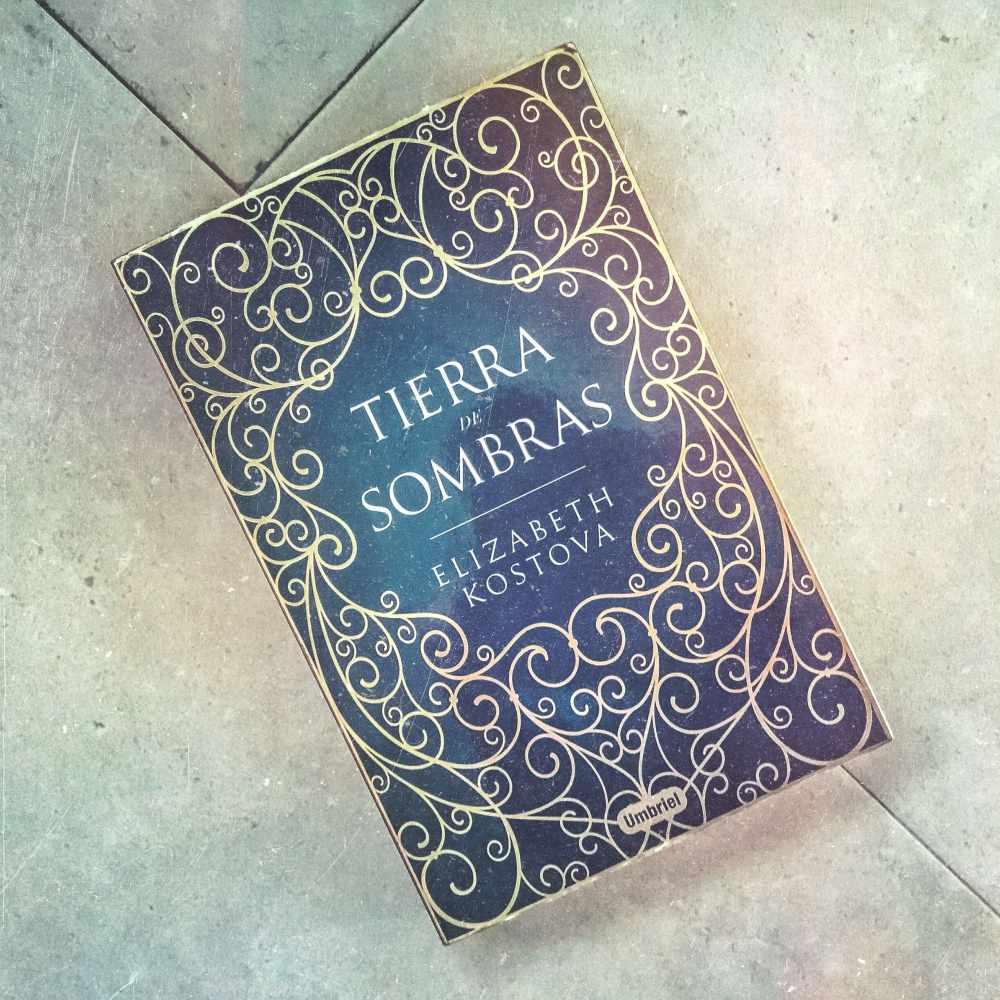 Tierra de Sombras en Adriana Tejada. Escritora
